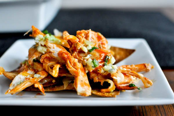 Layered Baked Buffalo Chicken Nachos I howsweeteats.com