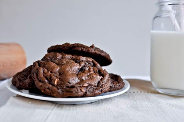 Mocha Almond Fudge Cookies I howsweeteats.com