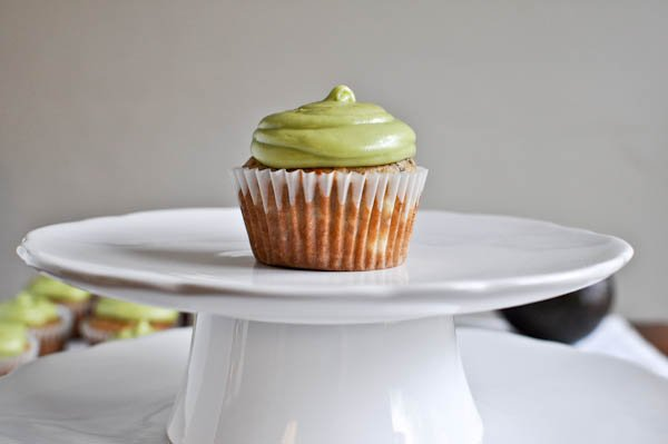Brown Sugar Banana Cupcakes with Avocado Buttercream I howsweeteats.com
