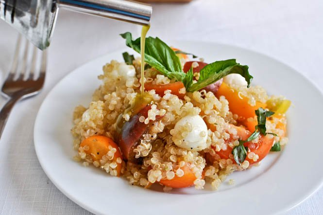 Quick Caprese Quinoa with Homemade Basil Oil I howsweeteats.com