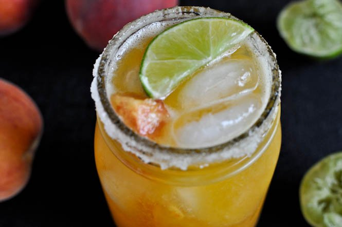 Juicy Peach Margaritas I howsweeteats.com