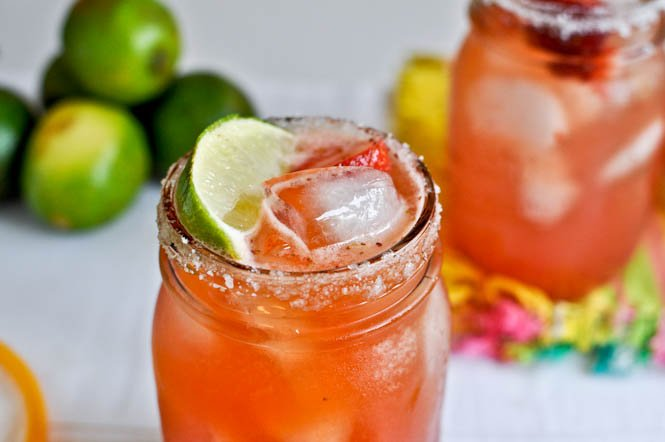 Fresh Strawberry Margaritas I howsweeteats.com