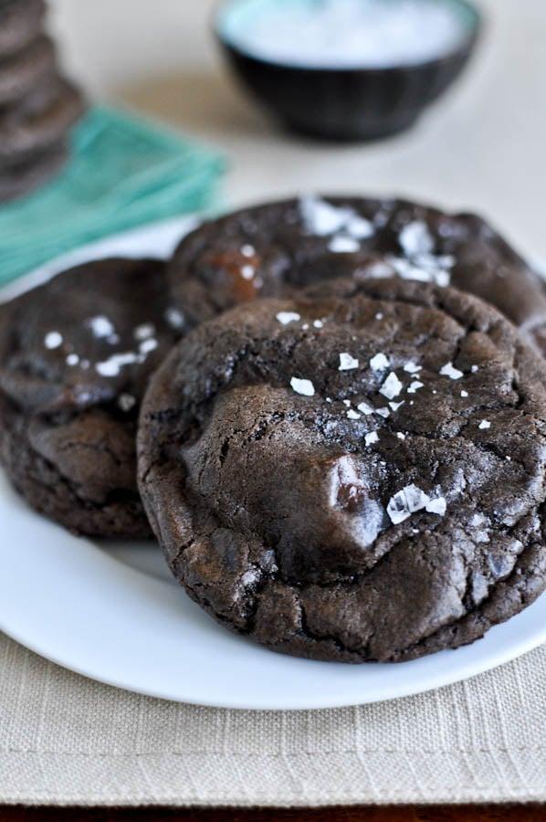 Salted Mudslide Cookies I howsweeteats.com