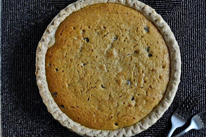 Pumpkin Chocolate Chip Cookie Pie I howsweeteats.com