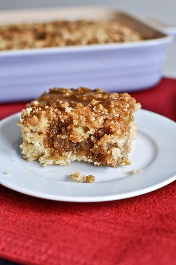Eggnog Breakfast Crumble Crunch Cake I howsweeteats.com