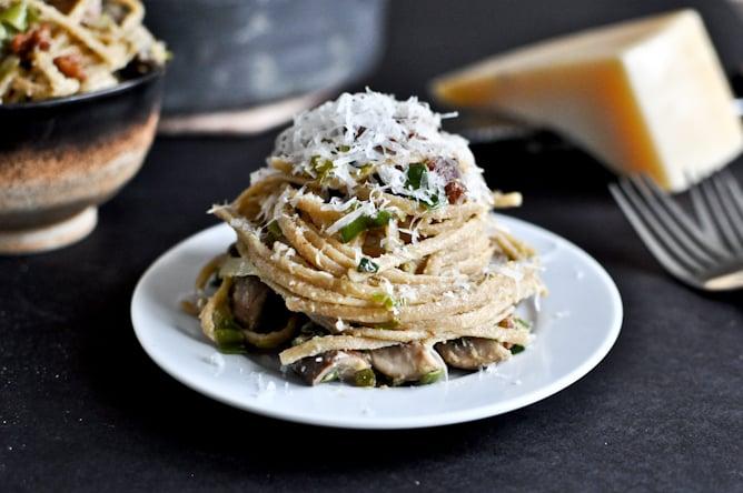 Паста карбонара с грибами