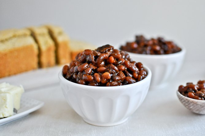 Crockpot Bacon Bourbon Baked Beans I howsweeteats.com