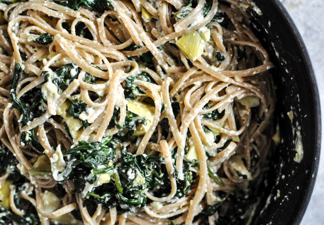 Spinach and Artichoke Linguine I howsweeteats.com