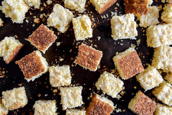 Black Bean + Cornbread Panzanella Salad I howsweeteats.com