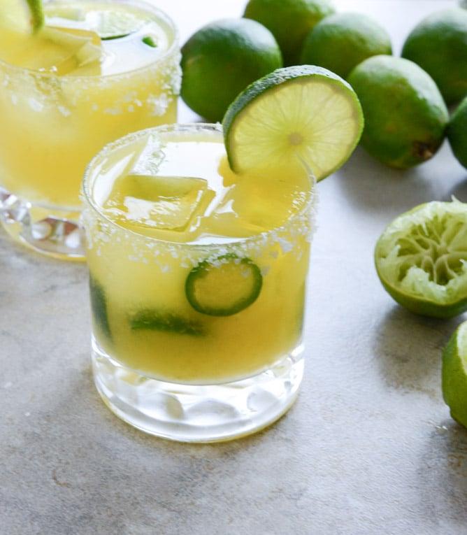 Mango Jalapeño Margaritas I howsweeteats.com