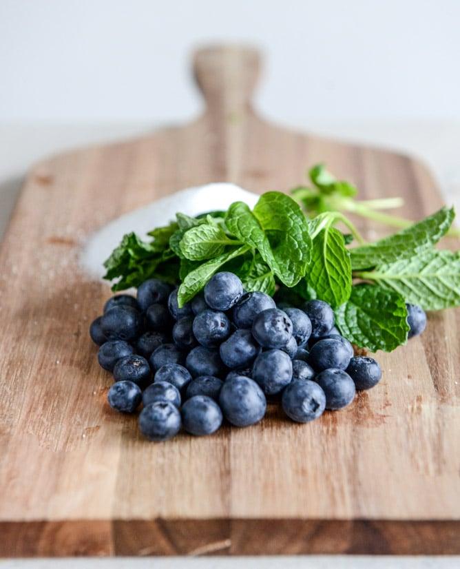 Blueberry Mint Juleps I howsweeteats.com