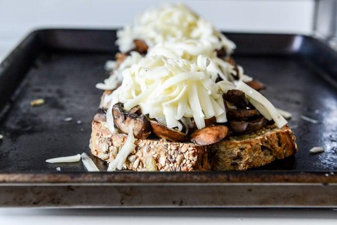 15 Minute Mushroom Melts with Mustard Aioli I howsweeteats.com