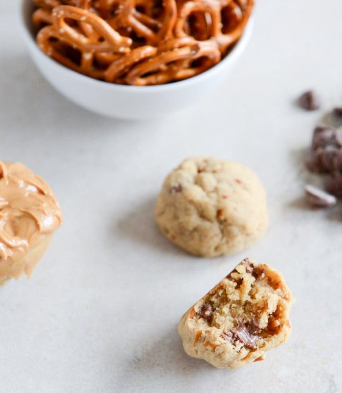 Peanut Butter Pretzel Chocolate Chip Cookie Bites I howsweeteats.com