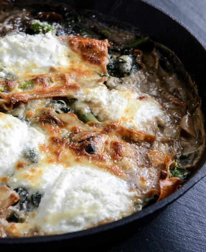 Springtime Veggie Skillet Lasagna I howsweeteats.com