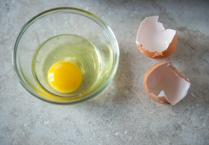 How I Cook My Sunny Side Up Eggs So They Look Cute In Food Photos I howsweeteats.com
