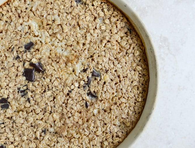 Dark Chocolate Chunk Cheesecake Baked Oatmeal I howsweeteats.com