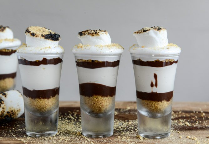 No Bake S'mores Cheesecakes I howsweeteats.com