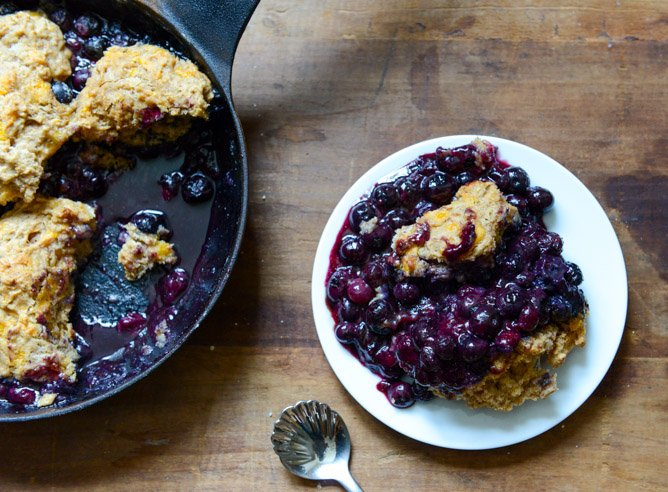 Skillet Blueberry Cobbler with a Cheddar Biscuit Crust I howsweeteats.com