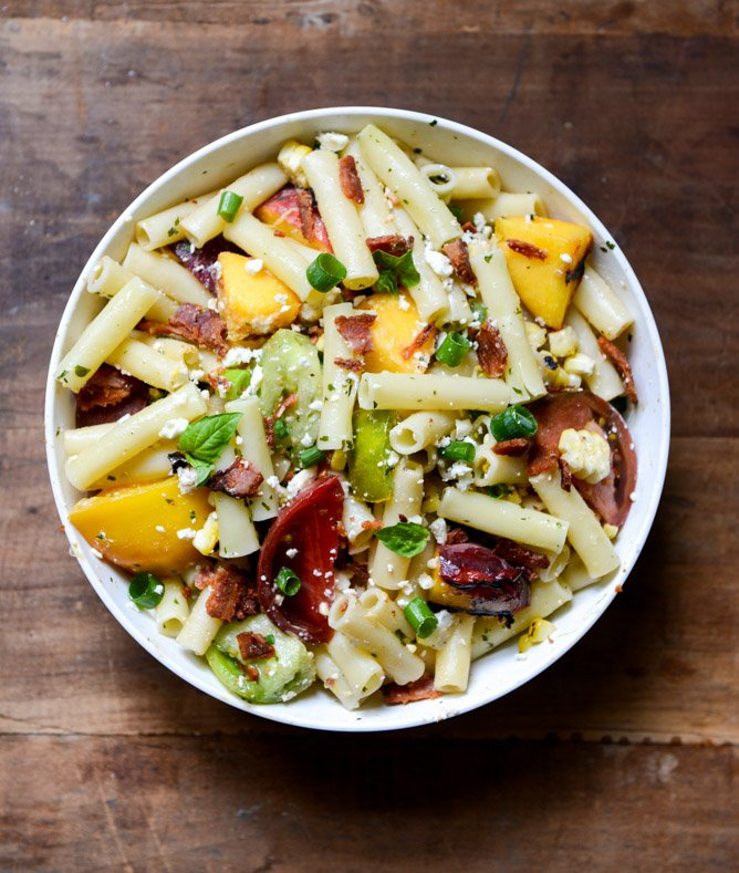 Smoky Heirloom Tomato and Grilled Peach Pasta Salad with Basil Vinaigrette I howsweeteats.com
