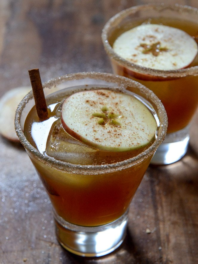 Spiced Amaretto Apple Cider Kiss I howsweeteats.com