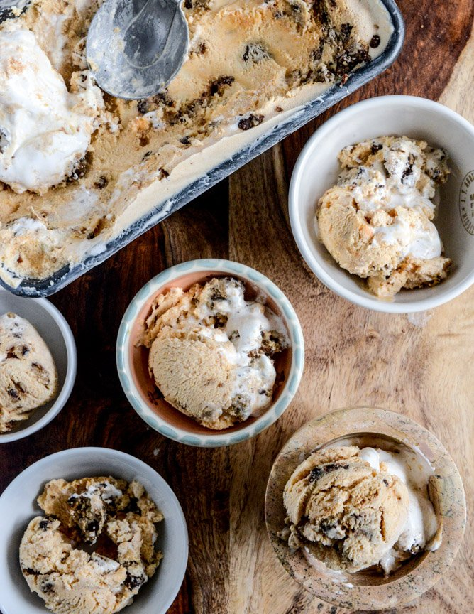 Chocolate Chip Cookies and Cream Pumpkin Marshmallow Ice Cream I howsweeteats.com