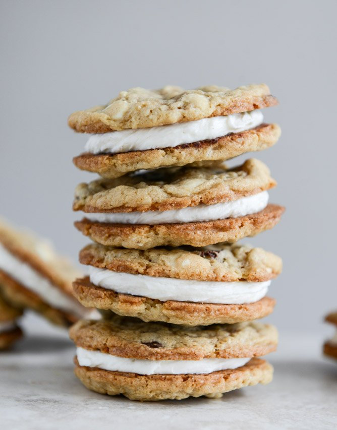 Chewy Black + White Chip Oatmeal Sandwich Cookies with Marshmallow Buttercream Filling I howsweeteats.com