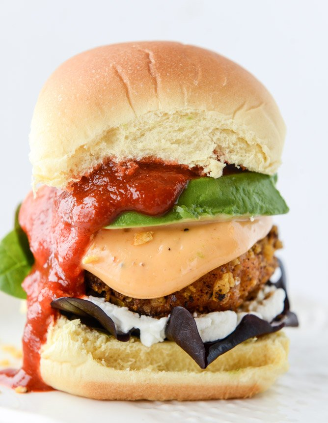 tortilla crusted chipotle salmon sliders I howsweeteats.com