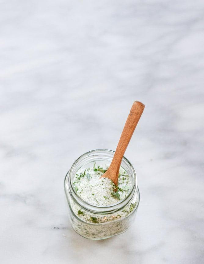 DIY garden herb salt I howsweeteats.com