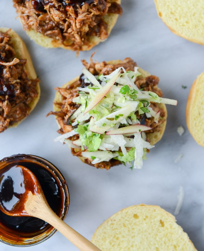 saucy chicken sandwiches with pomegranate bbq sauce and crunchy apple slaw I howsweeteats.com