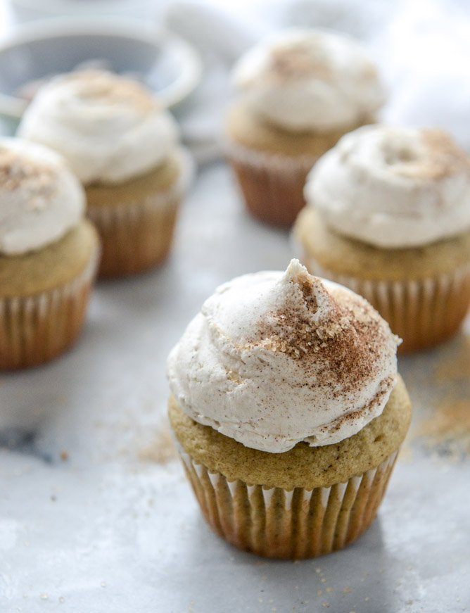 chai cupcakes with brown butter chai icing and crunchy sugar sprinkle I howsweeteats.com
