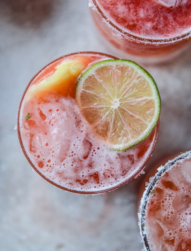 strawberry bottomed pineapple margaritas I howsweeteats.com