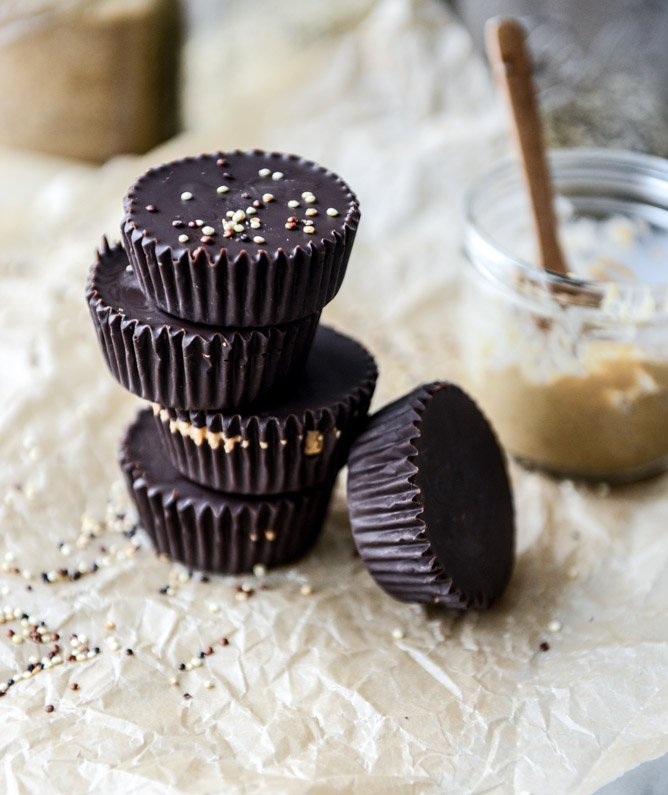 toasted quinoa cashew butter cups I howsweeteats.com