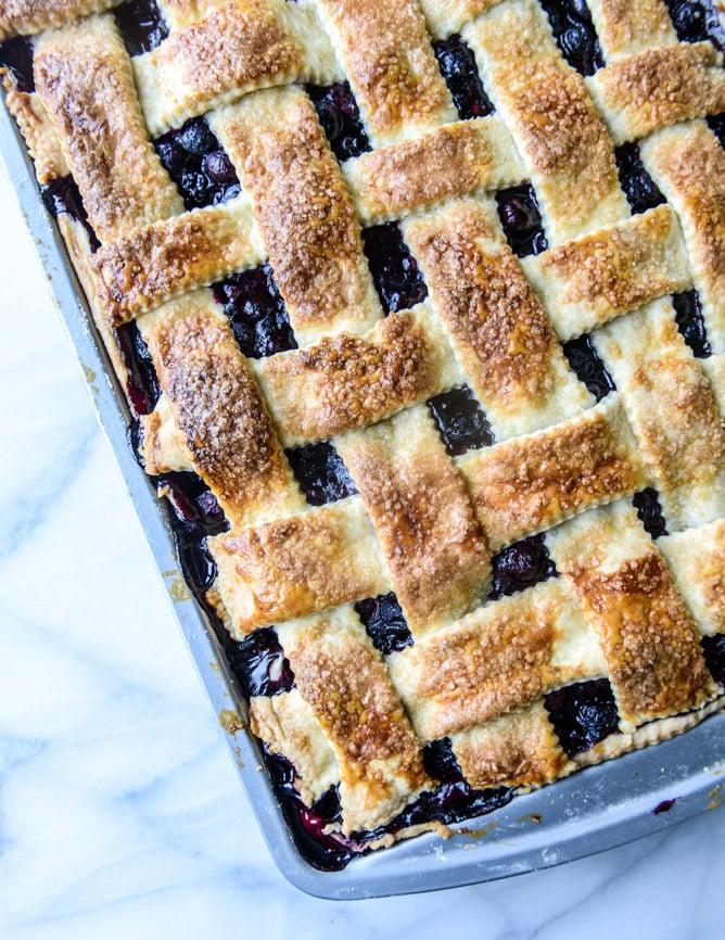 easy cinnamon blueberry slab pie I howsweeteats.com
