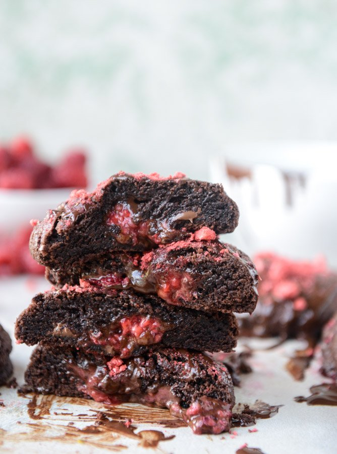 double chocolate chunk raspberry stuffed cookies by @howsweeteats I howsweeteats.com