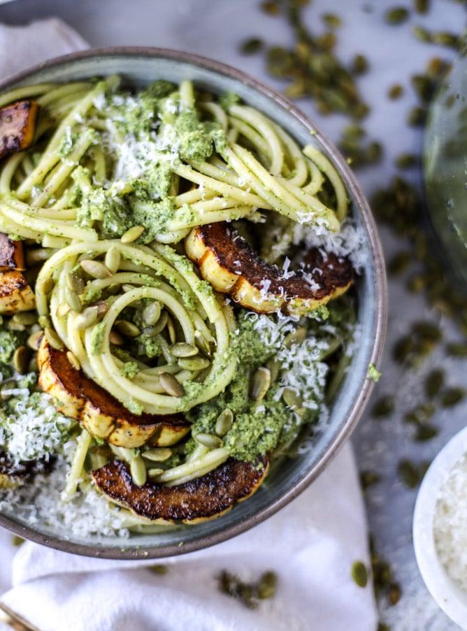 pumpkin seed pesto pasta I howsweeteats.com