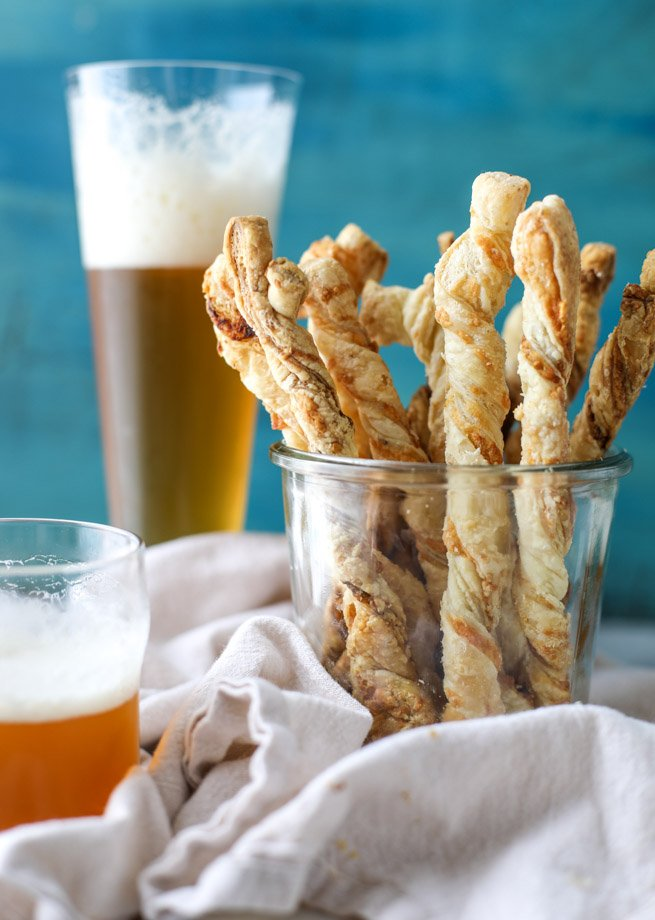roasted garlic and sharp cheddar cheese straws I howsweeteats.com