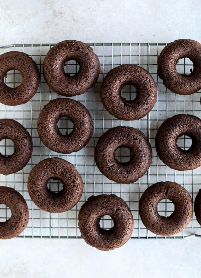 baked chocolate fudge donuts I howsweeteats.com