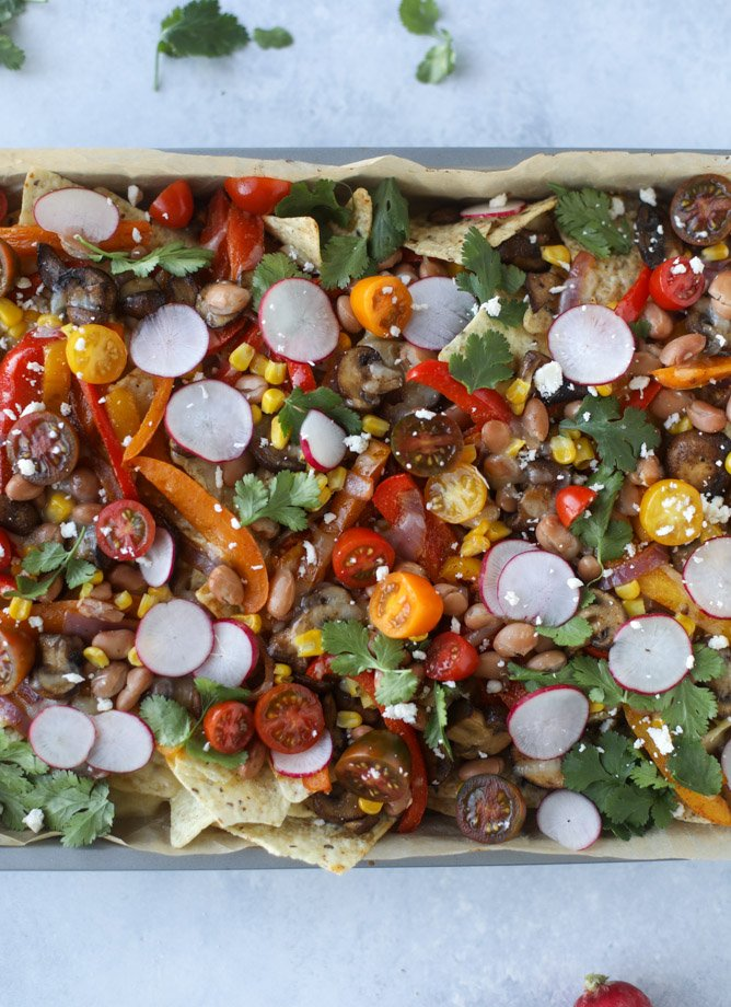 veggie fajita sheet pan nachos I howsweeteats.com