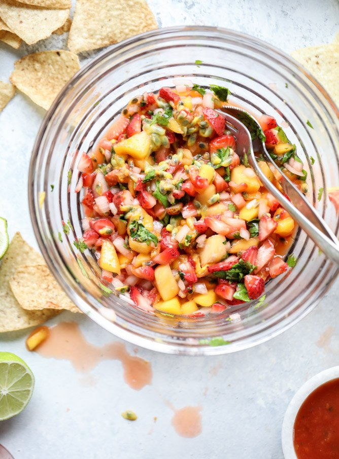 passionfruit strawberry salsa I howsweeteats.com