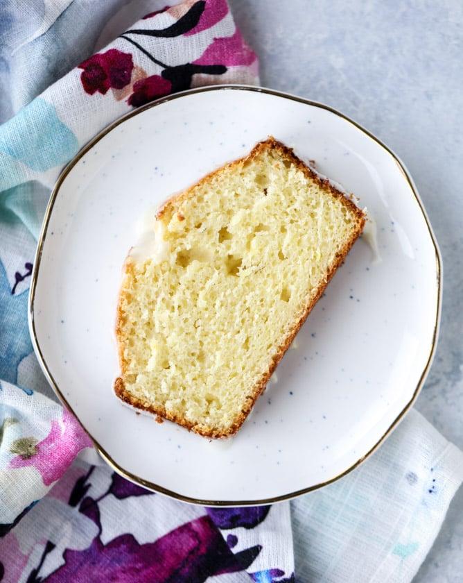 greek yogurt lemon loaf I howsweeteats.com