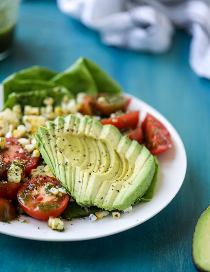 grilled corn, tomato & avocado salad with chimichurri I howsweeteats.com