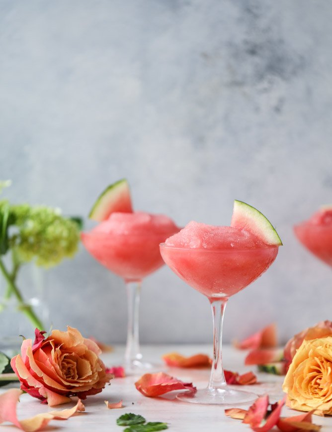 watermelon frosé (and 10 recipes for the 4th of july!) I howsweeteats.com