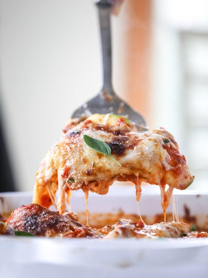 cheesy zucchini roll-ups I howsweeteats.com