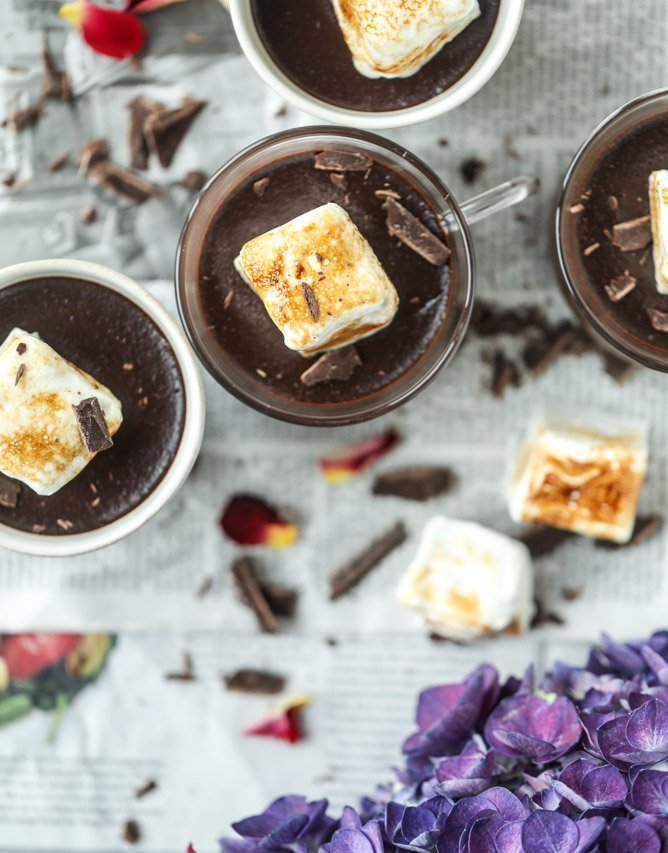 hot chocolate and toasted marshmallow pots de creme I howsweeteats.com