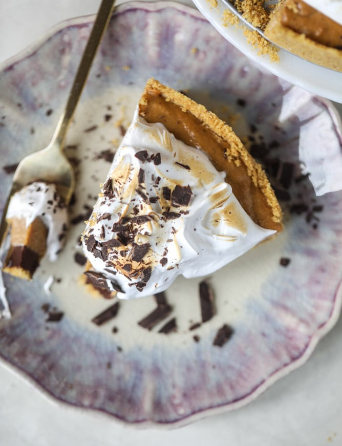 chocolate pumpkin pie with marshmallow I howsweeteats.com #thanksgiving #pumpkin #pie