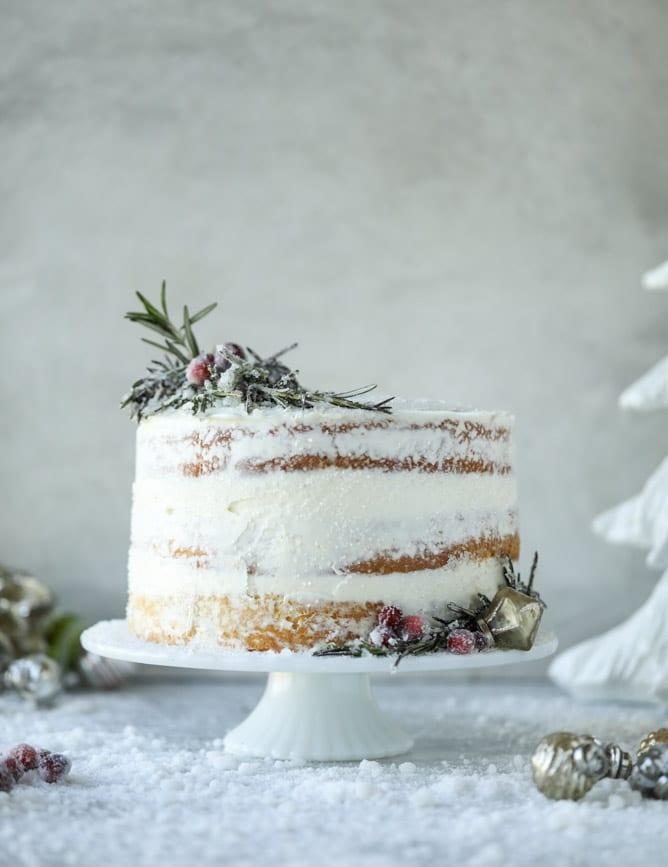 white christmas sparkle cake I howsweeteats.com #christmas #cake #vanilla #almond