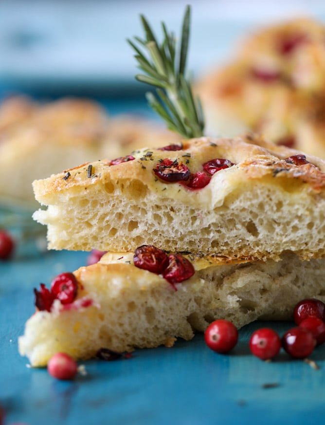 cranberry brie focaccia bread I howsweeteats.com #cranberry #focaccia #bread #christmas