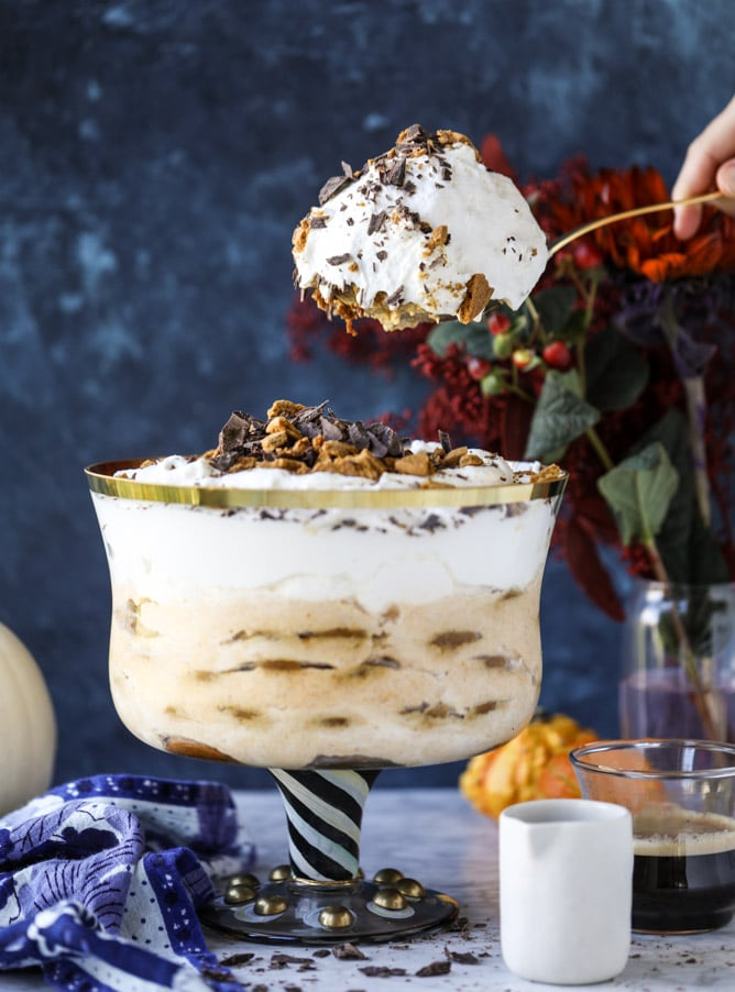 maple pumpkin gingersnap tiramisu trifle I howsweeteats.com #pumpkin #gingersnap #christmas #thanksgiving