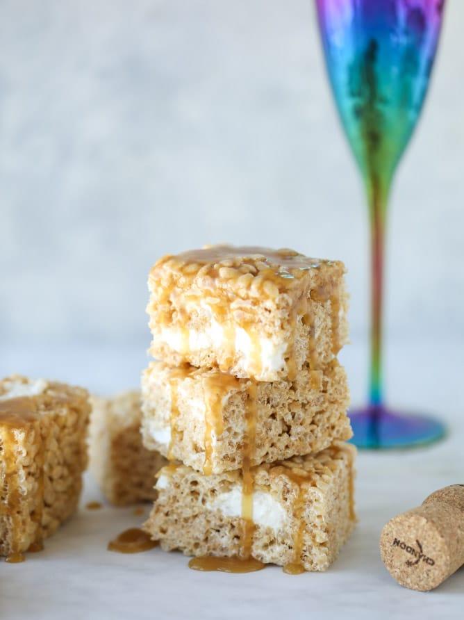 champagne caramel krispie treats I howsweeteats.com #brownrice #ricekrispietreats #champagne #caramel