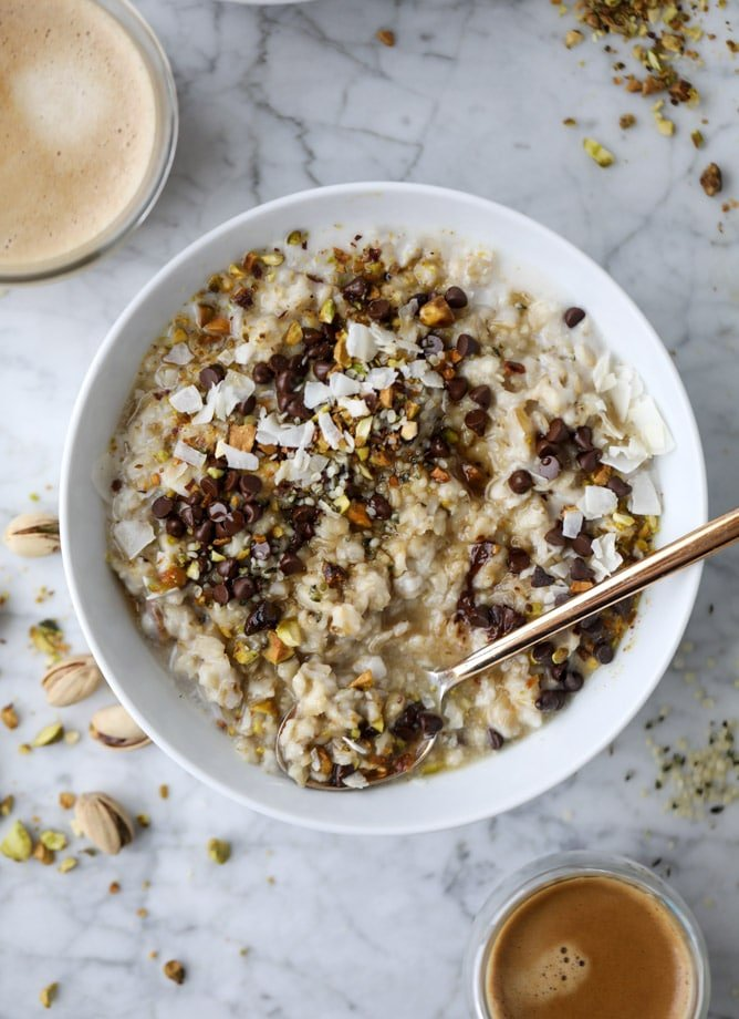 pistachio oatmeal with coconut I howsweeteats.com #oatmeal #pistachio #coconut #chocolate #breakfast